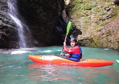 Luca-Tavian-discesa-in-kayak-Gole-del-Mae