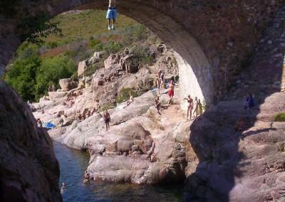 Luca-Tavian-tuffo-dal-ponte-canyoning-U-Fangu-Corsica