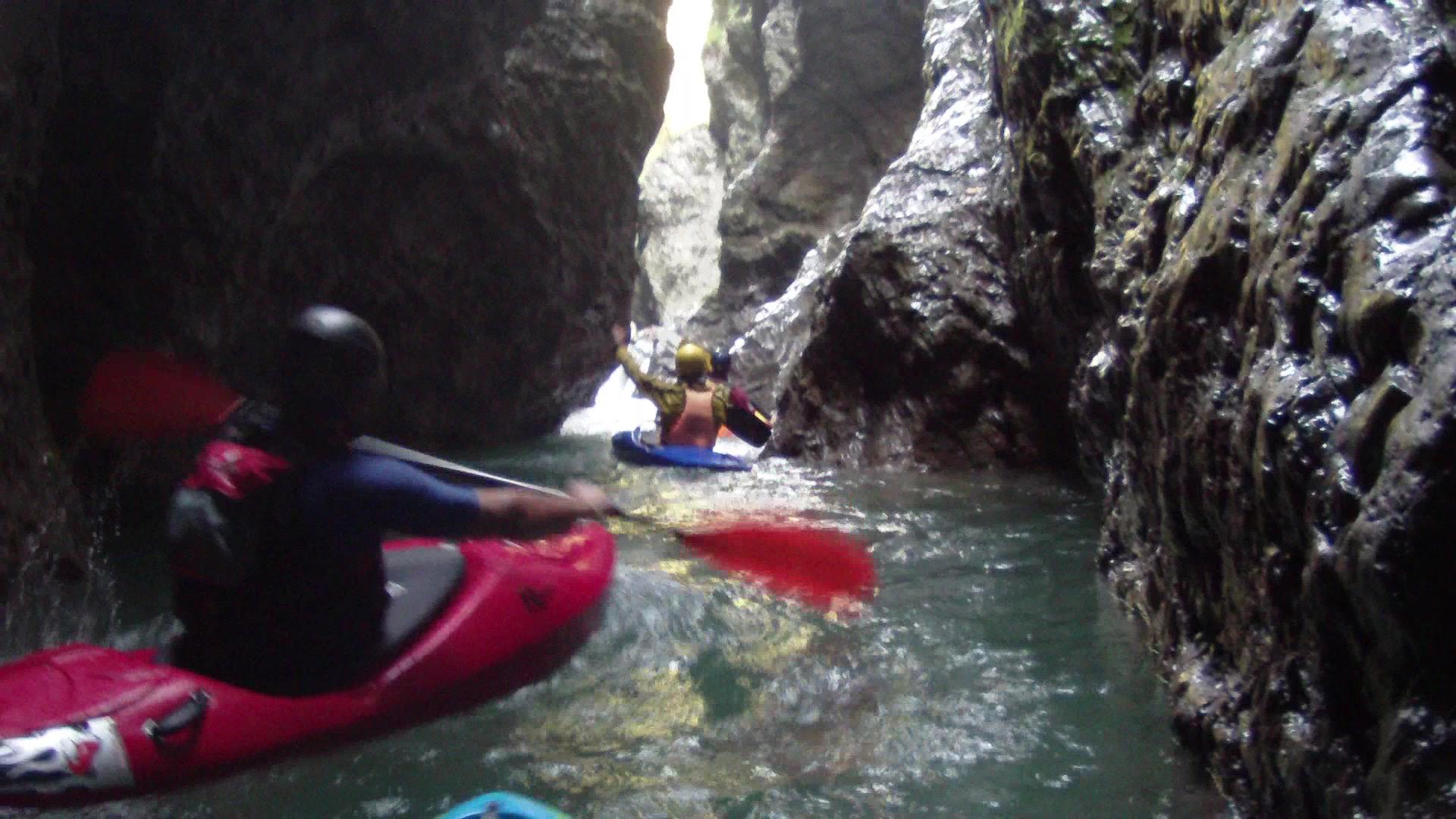 In kayak fra le Gole del Maè