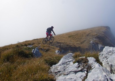 Discesa-cresta-di-Cima-Vacche-in-mountain-bike