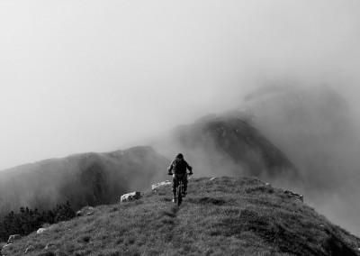 Luca-Tavian-discesa-in-mtb-Cima-Vacche-in-Alpago