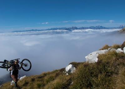 Mountain-biker-fra-le-nuvole-Alpago