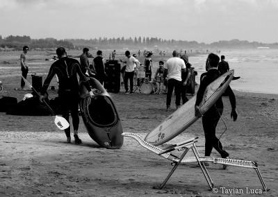 Kayaker-versus-surfer